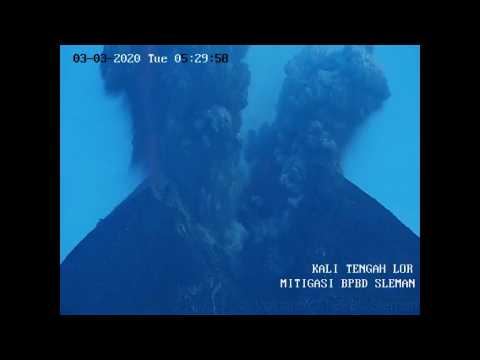 Erupting Indonesian volcano spews massive ash cloud
