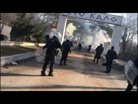 Clashes escalate between Greek army and migrants on Turkish border