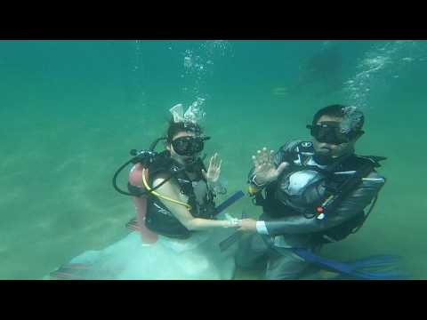 Deeply in love: underwater wedding on Valentine's Day in Thailand