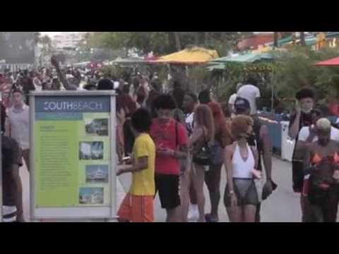 Tourists abide by night curfew in Miami Beach