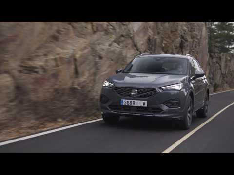 The new SEAT Tarraco e-HYBRID FR in Dolphin Grey Driving Video