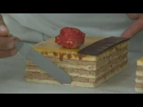 Pastry chefs finalize their preparations for the celebration of Sant Jordi