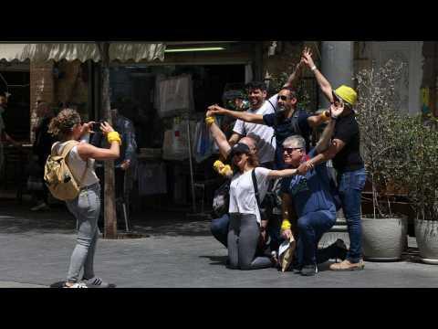 Israelis flock Jerusalem's streets unmasked