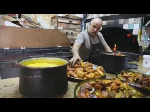 Palestinian chef prepares iftar food in Hebron