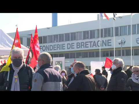Employees protest Renault's sale of French foundry