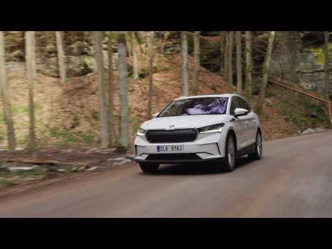 The new SKODA ENYAQ iV in Moon White Driving Video