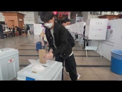 Early voting of mayoral by-election in Seoul