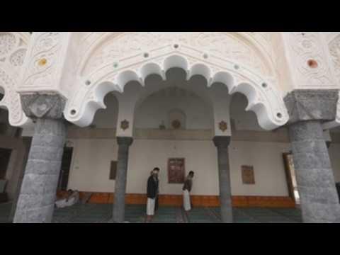 Muslims flock to Grand Mosque of Al-Rawda in Yemen on third day of Ramadan