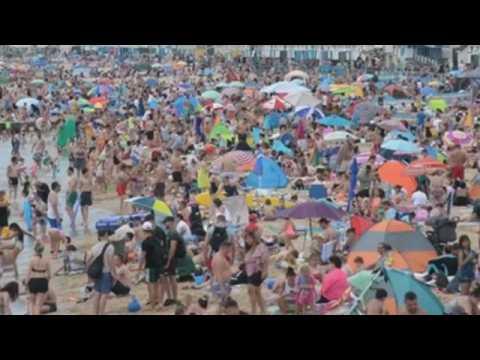 Crowds gather at UK beaches despite warnings