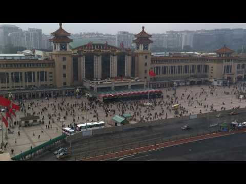 TIMELAPSE: Travellers at train stations for Golden Week holidays in China