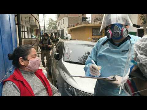 Health care teams visit low-income residential area in Lima