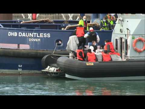 UK: migrants escorted by Border Force in the port of Dover