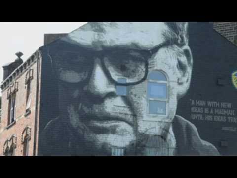 Street artists pay tribute to Leeds coach Marcelo Bielsa
