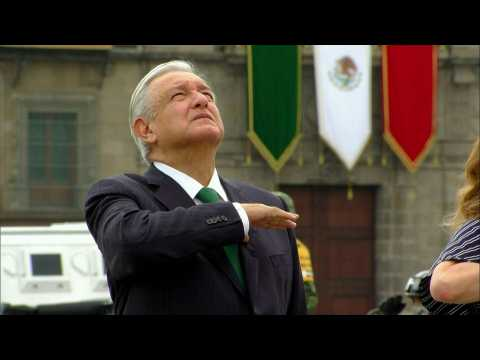 Mexican President takes part in military Independence Day parade