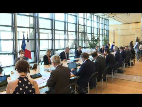 French ministers meet unions to discuss recovery plan