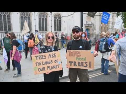 Thousands protest in London to demand measures against climate change