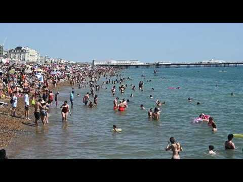 Crowds flock to Brighton Beach as temperatures rise up