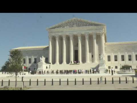 Hundreds gather at US Supreme Court to pay respects to Justice Ruth Bader Ginsburg