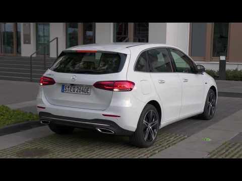 Mercedes-Benz B 250 e in Digital white Charging demo