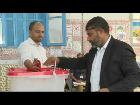 Voting starts in Tunisian presidential runoff