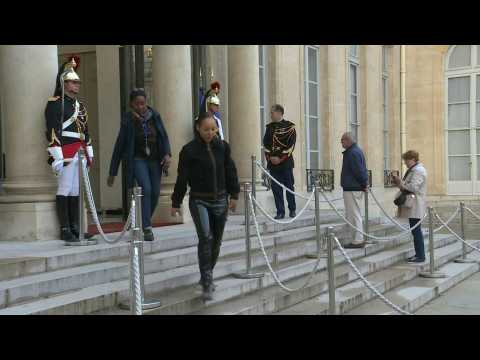 French queue at Elysee Palace to pay tribute to Chirac