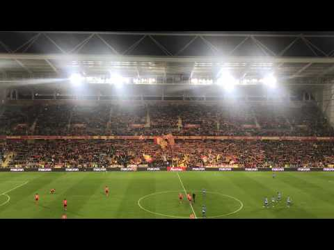 VIDEO: Les Corons au stade Bollaert à la mi-temps de Lens - Auxerre