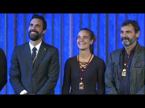 Migrant rescue ship activists receive Catalan medal of honour
