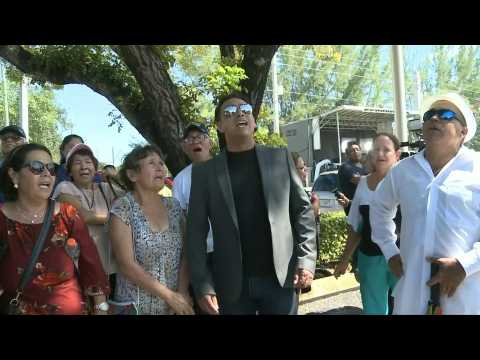 US: Fans of Mexican star Jose Jose sing outside funeral home in Miami