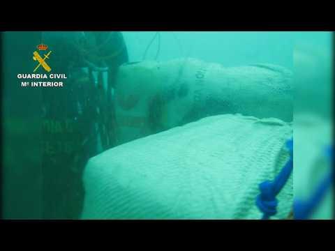 Spanish Civil Guard seizes hashish from underwater traffickers