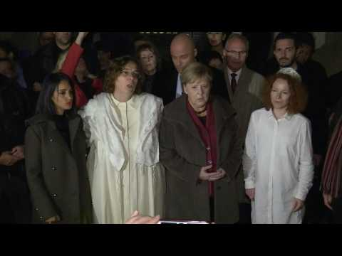 Merkel visits an important synagogue in Berlin (2)