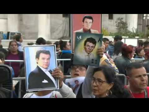 Hundreds wait in Mexico to bid Jose Jose a final goodbye