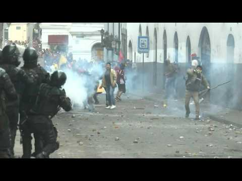 Police clash with demonstrators in Ecuador in ongoing protests