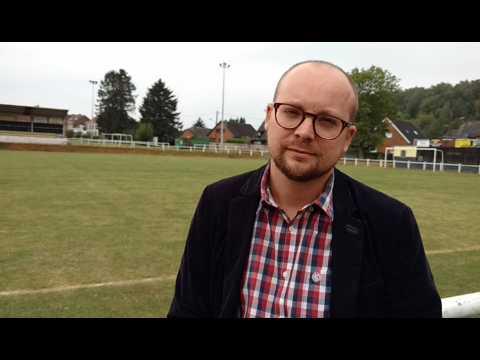 Frameries - L'échevin Arnaud Malou expose le projet de rénovation du stade de football