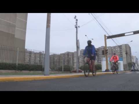 Cyclists take over the streets of Lima amid pandemic