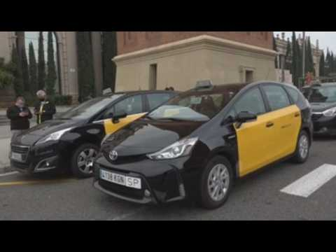 Barcelona taxi drivers protest lack of support amid pandemic