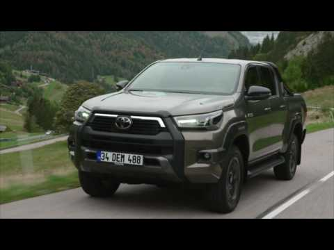 2020 Toyota Hilux Driving Video