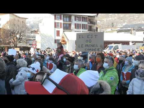 Ski station locals, employees protest France's closure of pistes