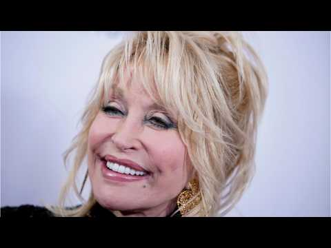 Dolly Parton Hopes Holiday Season Will Unite America