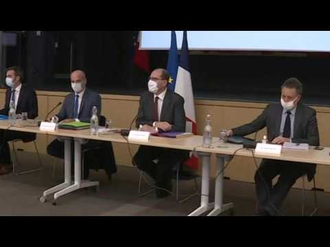 French PM meets lawmakers to discuss stronger anti-Covid measures (2)