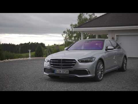 The new Mercedes-Benz S 500 4MATIC Design in high-tech silver