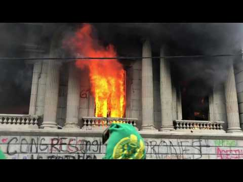 Protesters set fire to Guatemalan Congress