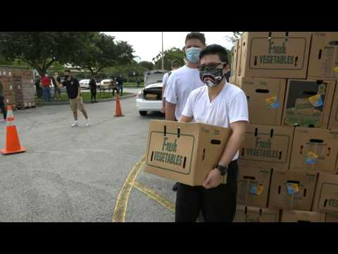 Miami: Thanksgiving food distribution for families affected by Covid-19
