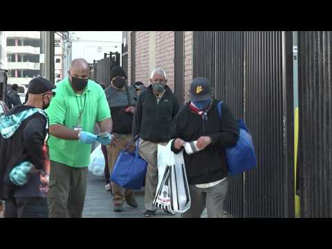 A hot Thanksgiving meal for homeless and low-income families in Los Angeles