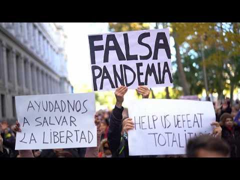 Coronavirus: Hundreds attend anti-mask protest against 'fake pandemic' in Madrid