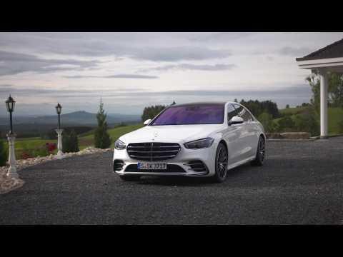 The new Mercedes-Benz S 500 4MATIC Design in Diamond white bright