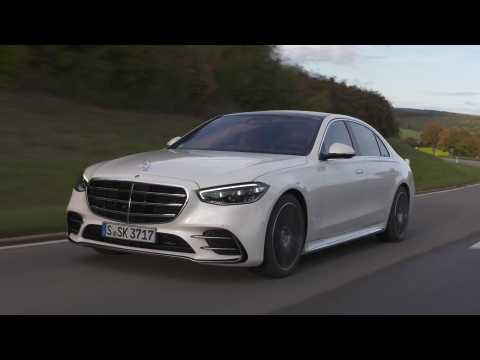 The new Mercedes-Benz S 500 4MATIC in Diamond white bright Driving Video