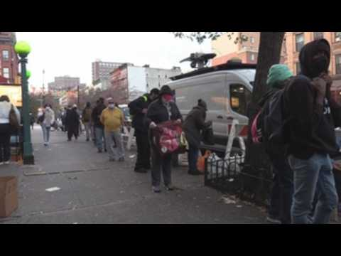 New York Food Bank gives food to people to celebrate Thanksgiving