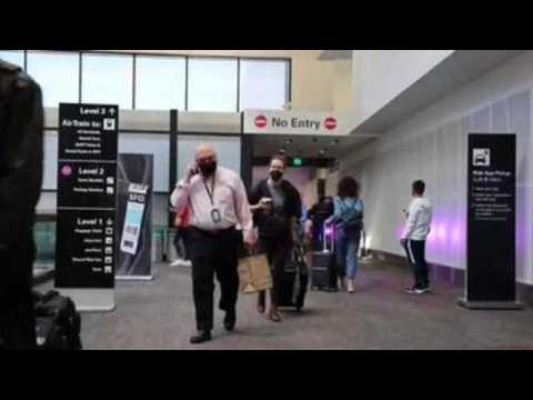 Americans travel for Thanksgiving despite COVID-19 warnings