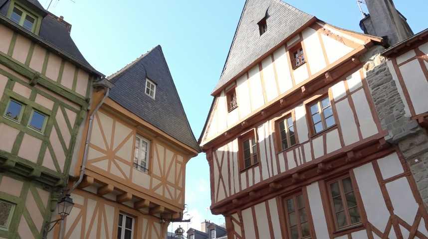 Thumbnail Coeur historique de Vannes : levez les yeux !