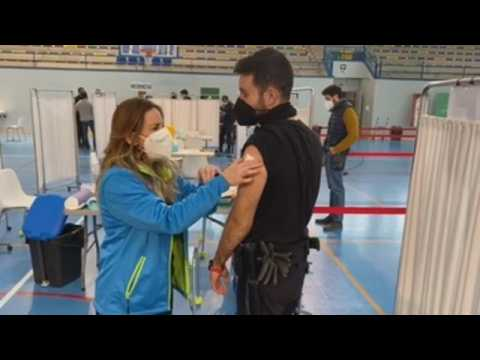 Hundreds of police agents receive Covid-19 vaccines in Seville